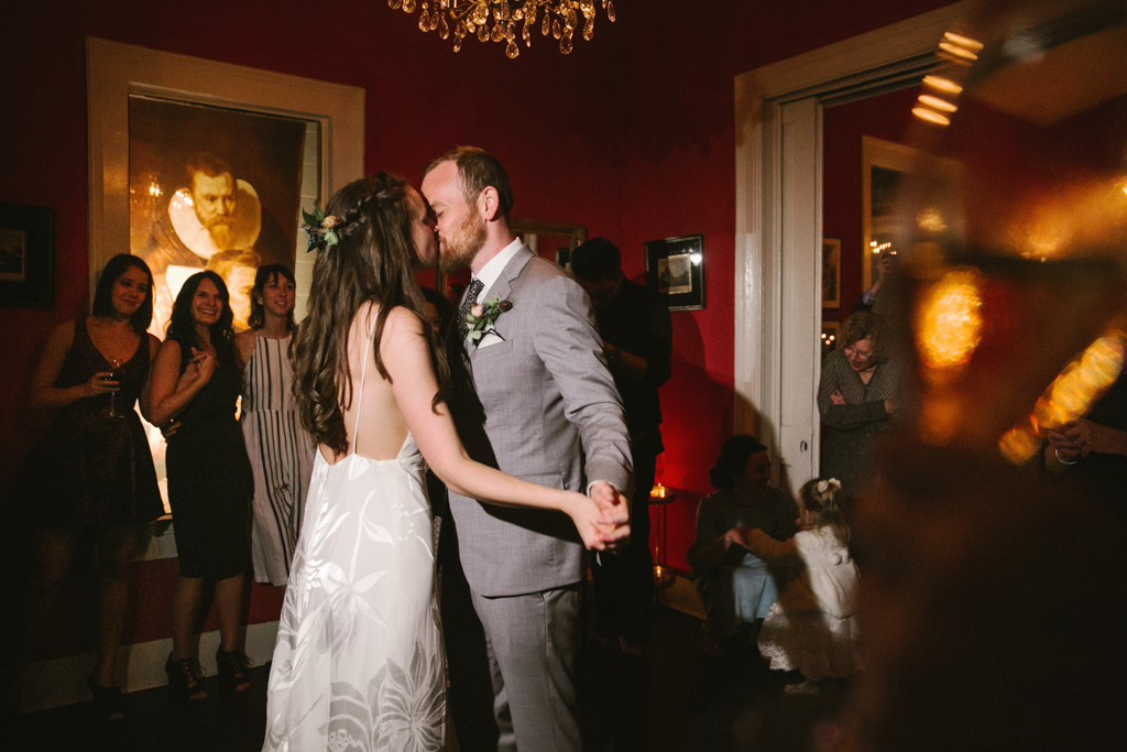 INTIMATE JUSTINE'S SECRET HOUSE WEDDING-100330